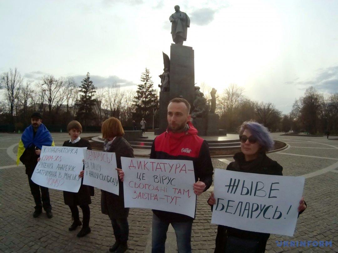 «Живе Беларусь»: харьковчане поддержали участников Марша воли вБаларуси