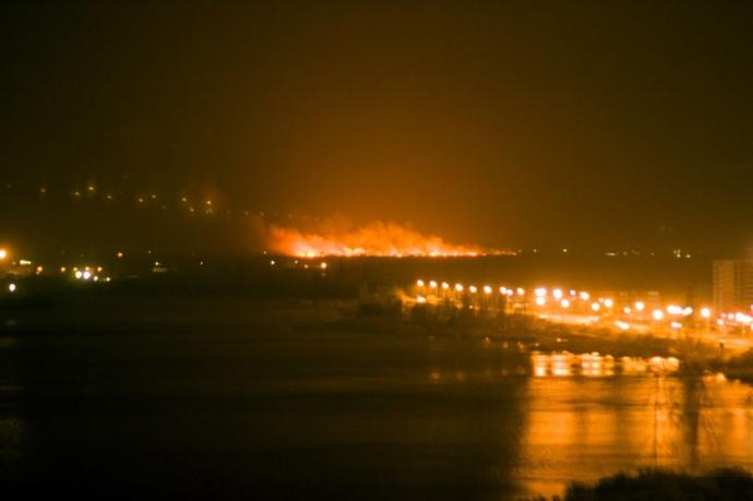 Пожар наОсокорках охватил уже 3000 квадратных метров