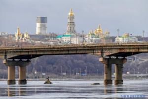 Мост Патона на три дня частично перекроют