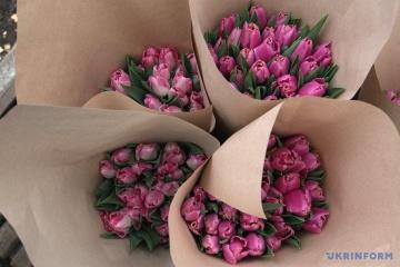 Plus de 20% des femmes ukrainiennes aimeraient recevoir des fleurs pour le 8 mars