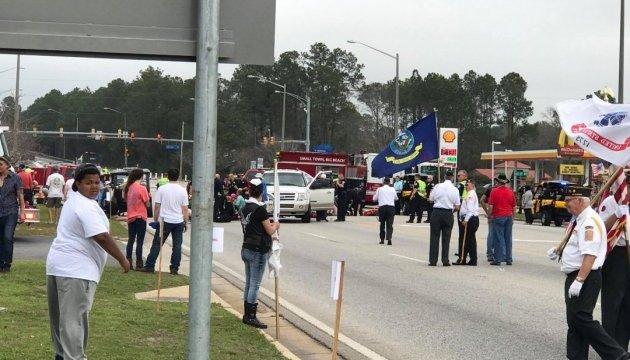 В Алабамі автомобіль в'їхав у гурт школярів, є постраждалі