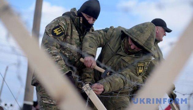 Аваков показав, як тітушки напали на учасників блокади Донбасу