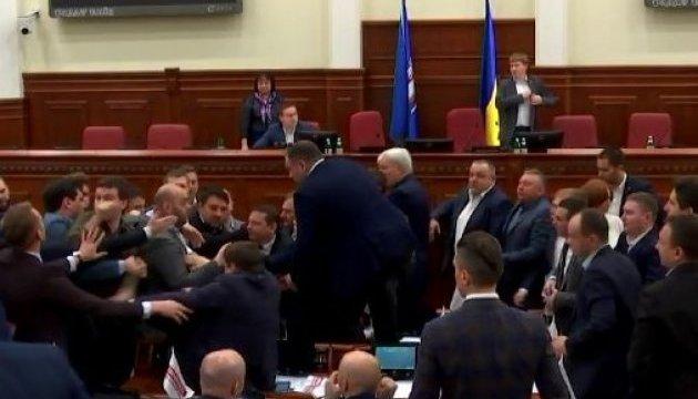 У Київраді побилися депутати від