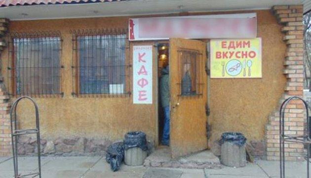 Під час бійки у київському кафе чоловік отримав ножові поранення