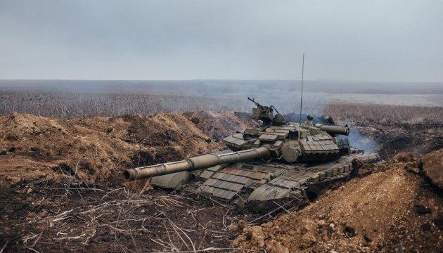 Оккупанты продолжают стягивать танки и гаубицы на Луганское направление - штаб