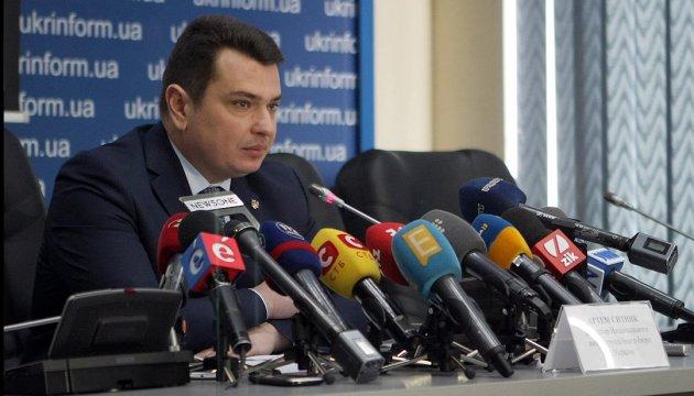 Сытник показал схемы, в причастности к которым подозревают Насирова