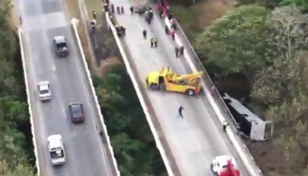 Панама: 16 человек погибли при падении автобуса в ущелье