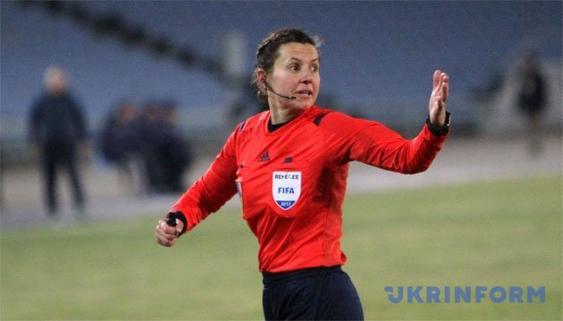 Женщина-арбитр в матче «Сталь» - «Зирка»