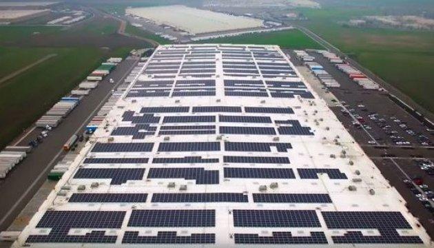Amazon оборудует все склады солнечными панелями