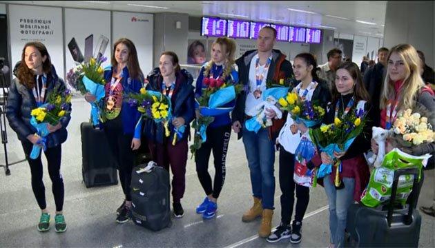 Украинская сборная по легкой атлетике вернулась домой