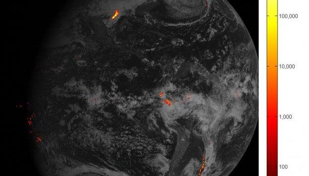 NASA показало, как спутник видит молнии