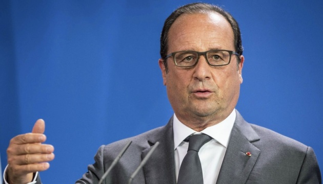 Hollande calls for deployment of peacekeepers on border between Ukraine and Russia