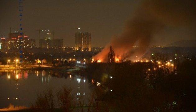 В столице горел оздоровительный комплекс на Троещине