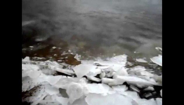 В Черниговской области ледоход отрезал от райцентра 4 села