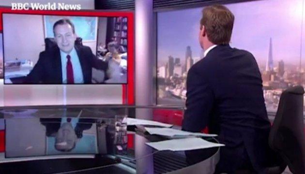 Дети чуть не сорвали прямое включение профессора на BBC