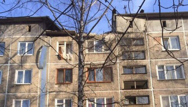Снаряды боевиков повредили две пятиэтажки в жилом секторе Авдеевки