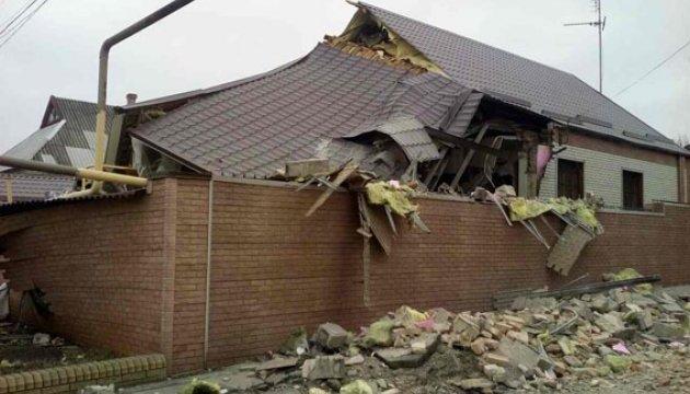 Обстрелы боевиков обесточили Николаевку и разрушили дома в Марьинке