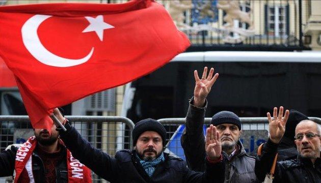 В Стамбуле снова митингуют против действий Нидерландов