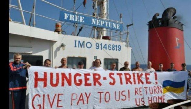 В Україну повернулася частина моряків з грецького судна-банкрута Free Neptune