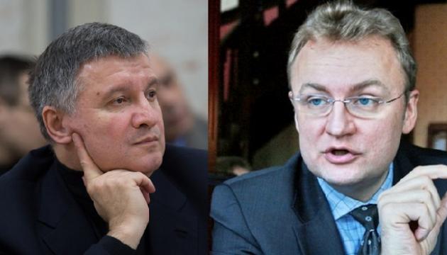 Аваков «висловив претензії» Садовому за вантажівки зі сміттям по всій Україні