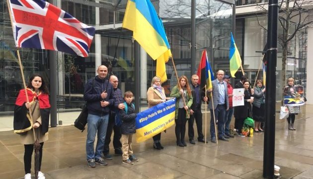 У Лондоні активісти пікетували будинок Ахметова