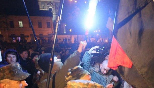 Як у Києві штурмували офіс Ахметова й Альфа-банк