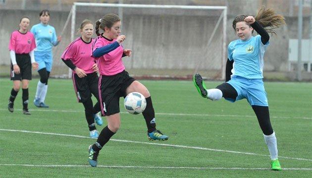 Дівчата грають у футбол: «Барса» стала чемпіоном України