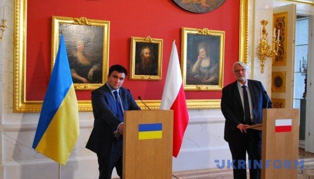 Україна і Польща домовилися спільно боротися з руйнуванням пам'ятників