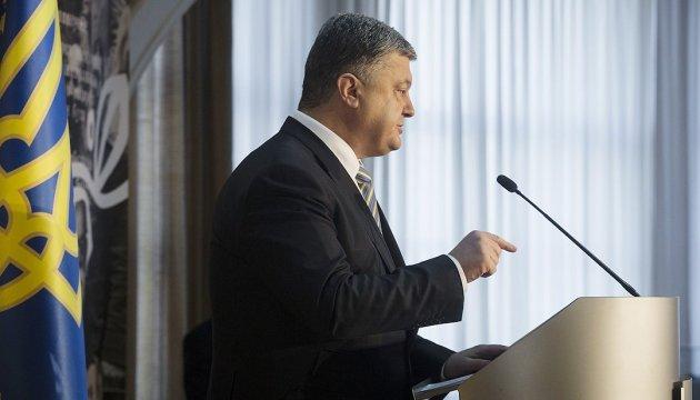 Багато хто в Україні плутає демократію з махновщиною - Порошенко