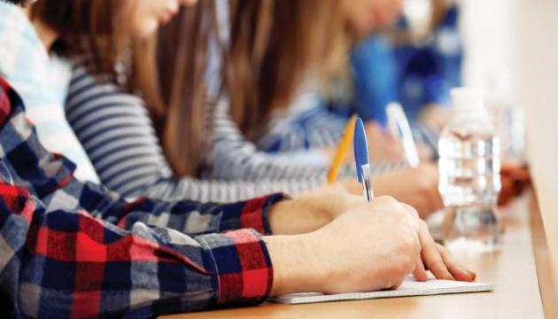 Девушки лучше сдают ГИА, чем парни — центр оценивания