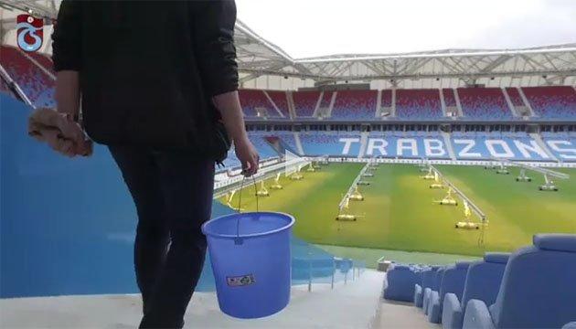 Футбольний уболівальник в покарання вимив 10 тисяч сидінь на стадіоні
