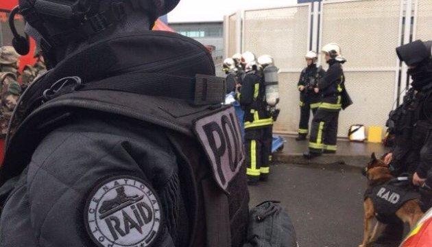 В аеропорту та на півночі Парижа стріляв один і той самий злочинець