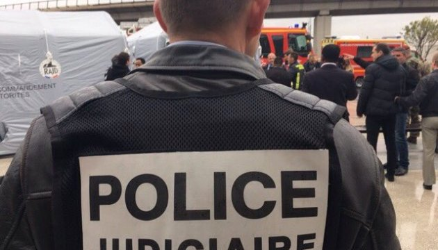 У Парижі попрощалися з поліцейським, який загинув унаслідок теракту