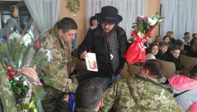DZIDZIO відвідав луганських прикордонників і дитбудинок у Щасті