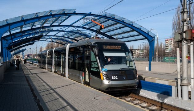 У Києві зійшов з рейок швидкісний трамвай: рух призупинили