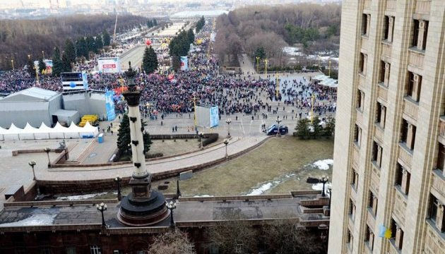 ФСБшники побили аспіранта МДУ за український прапор у вікні