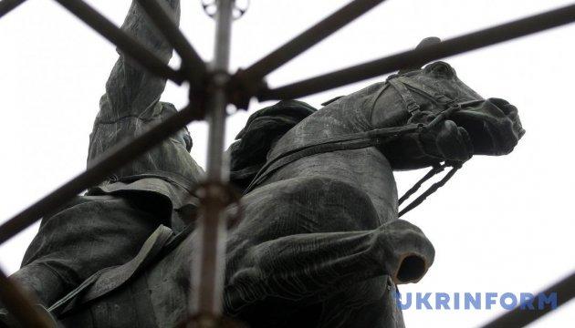 """Поліція Києва задокументувала """"відсутність ноги"""" у коня Щорса"""