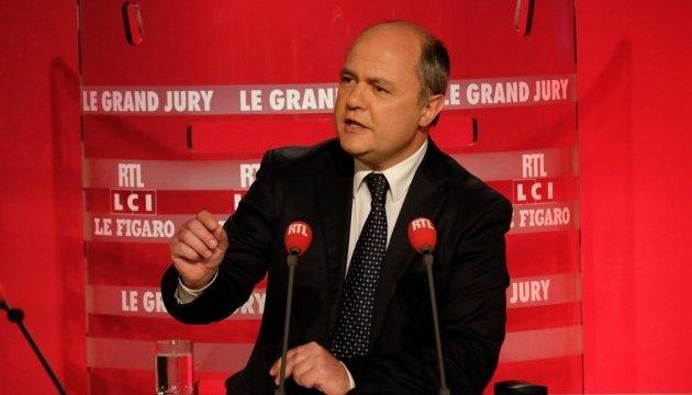 Глава МВД Франции подал в отставку из-за скандала с трудоустройством дочерей