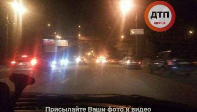 На столичной набережной взорвался автомобиль