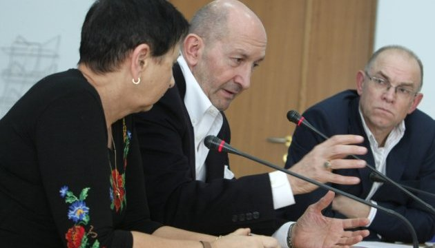 Посол считает идиотами испанцев, которые воевали за