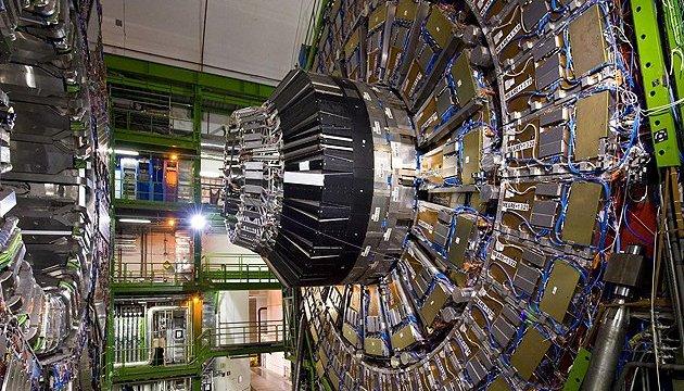 Адронний колайдер, квантовий комп'ютер і рекордні доходи техногігантів - тижневий дайджест