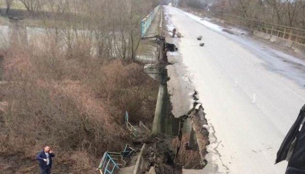 На Львівщині обрушилася частина мосту через Дністер
