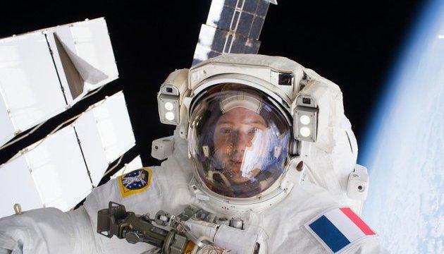 Астронавти NASA та ЄКА почали ремонт у відкритому космосі