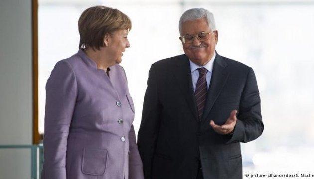 Меркель і Аббас виступають за принцип