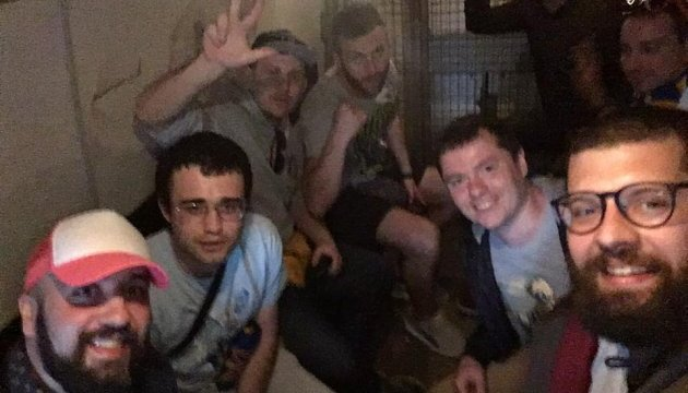 Под посольством РФ в Загребе задержали футбольных фанатов из Украины