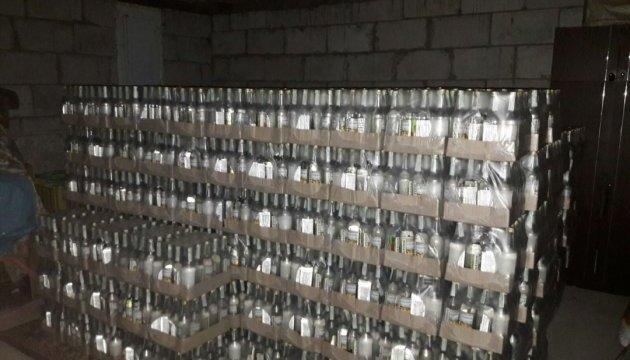 """Підпільний """"цех"""" виробляв алкоголю-фальсифікату на півмільйона за добу"""