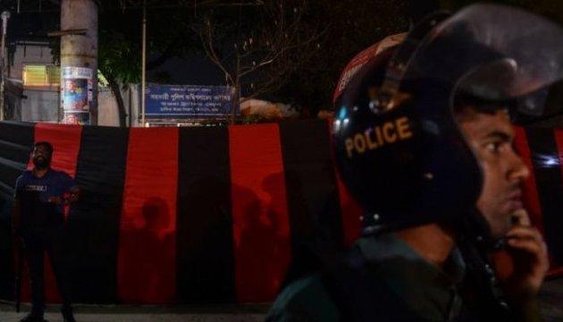 Внаслідок теракту у Бангладеш загинули шестеро людей