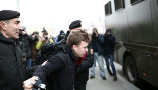 У Білорусі ОМОН масово затримує активістів