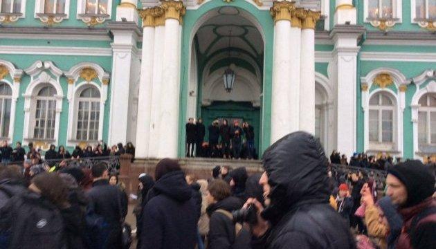 #ДимонОтветит: в Москве начали строить баррикады, в Питере