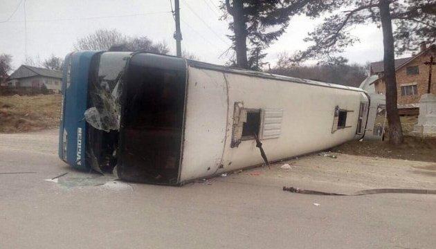 На Прикарпатье перевернулся автобус с паломниками, 10 травмированных
